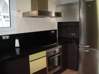 Modern fully equipped kitchen with dishwasher